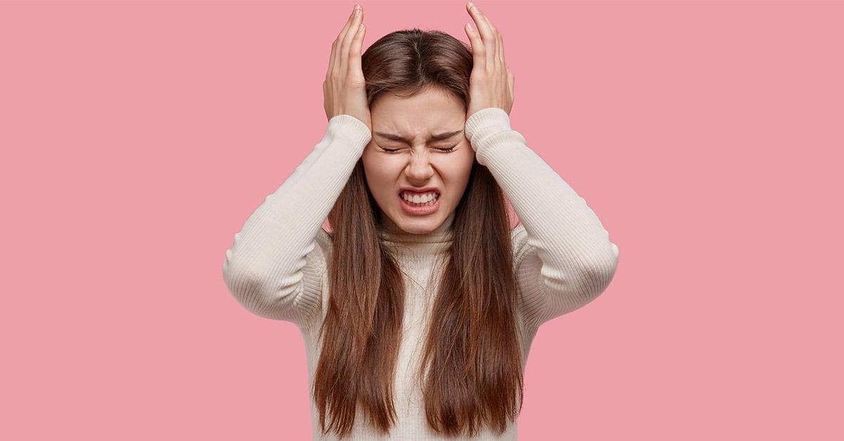 Fotografija dekleta z glavobolom